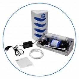 Zestaw podnoszący ciśnienie w systemach RO w obudowie z kompletem łączy i liniowym wkładem zabezpieczającym AISTRO-2 (zmiękczająco-odżelaźniającym).